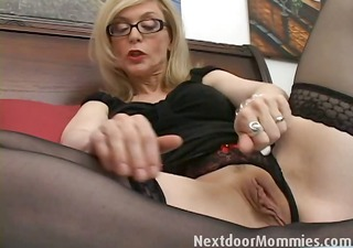 wicked cougar love to give handjobs