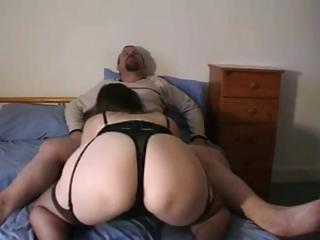 chubby dark brown wife is giving hubby a oral job